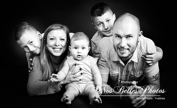 Photographe de famille Yvelines, bons plans photo, idée cadeau photo studio en famille Yvelines.