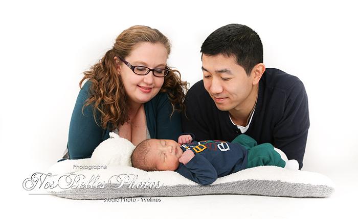 Photographe nouveau-né bébé Yvelines, photographe bébé en studio Yvelines, photographe Yvelines séance photo nouveau-né bébé.