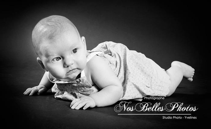 Photographe de nouveau-né bébé Yvelines, bons plans photo, idée cadeau photo studio nouveau-né, bébé Yvelines.